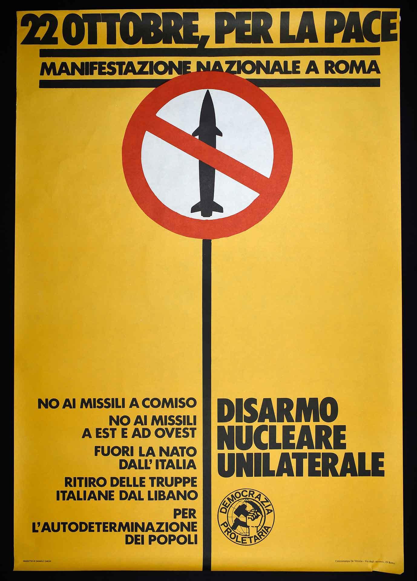 Democrazia Proletaria (DP) per la manifestazione nazionale pacifista di Roma del 22 ottobre 1983. Stampa Centrostampa De Vittoria, Roma. Progetto di D. Turchi. Movimento pacifista.
