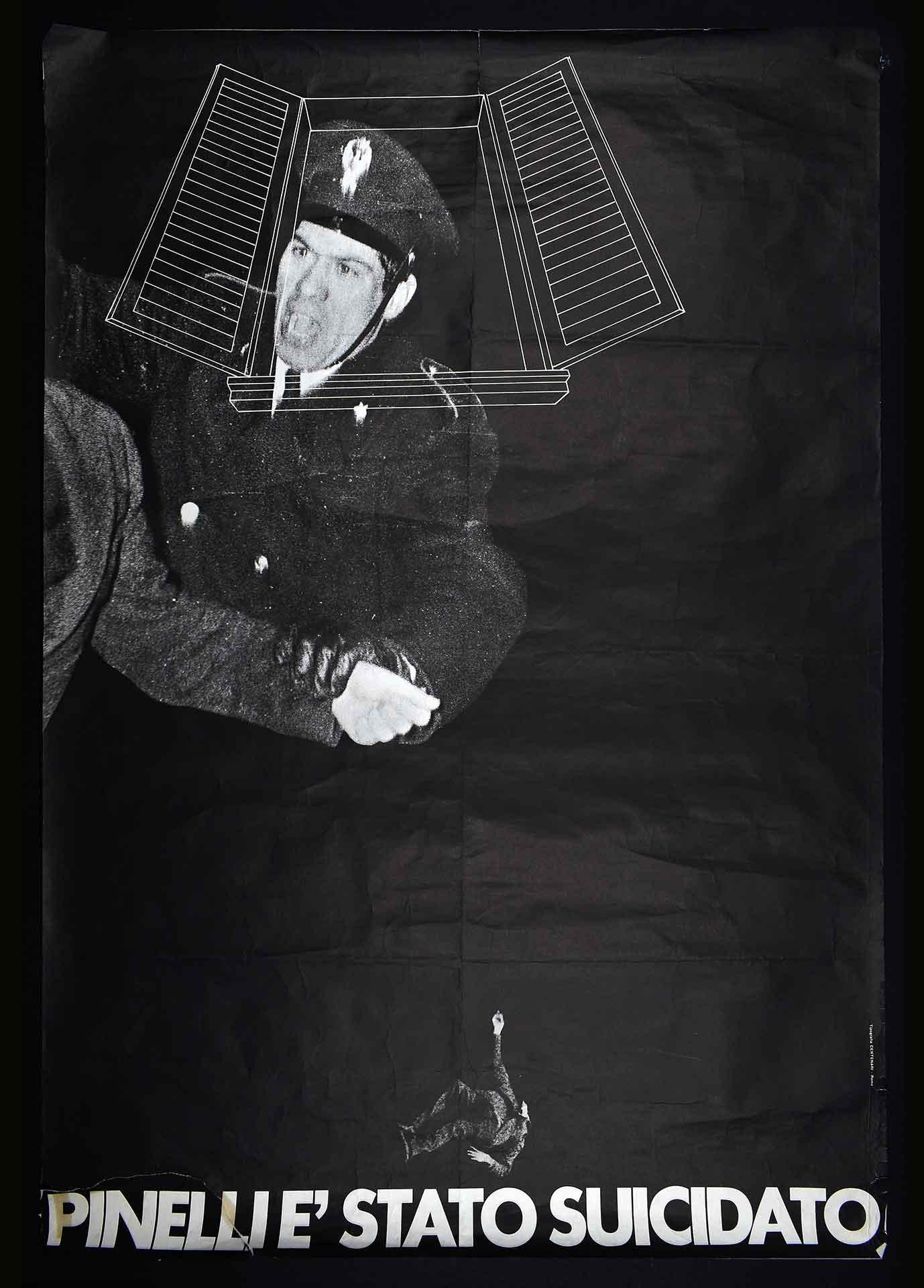 Campagna di denuncia sul caso Pinelli. Stampa Tipografia Centenari, Roma. Il 16 dicembre 1969 l'anarchico Giuseppe Pinelli, ingiustamente imputato di essere l'autore della strage di Piazza Fontana, muore cadendo da una finestra della Questura di Milano. I movimenti accusano la polizia di averlo ucciso. Stagione dei movimenti: caso Pinelli.