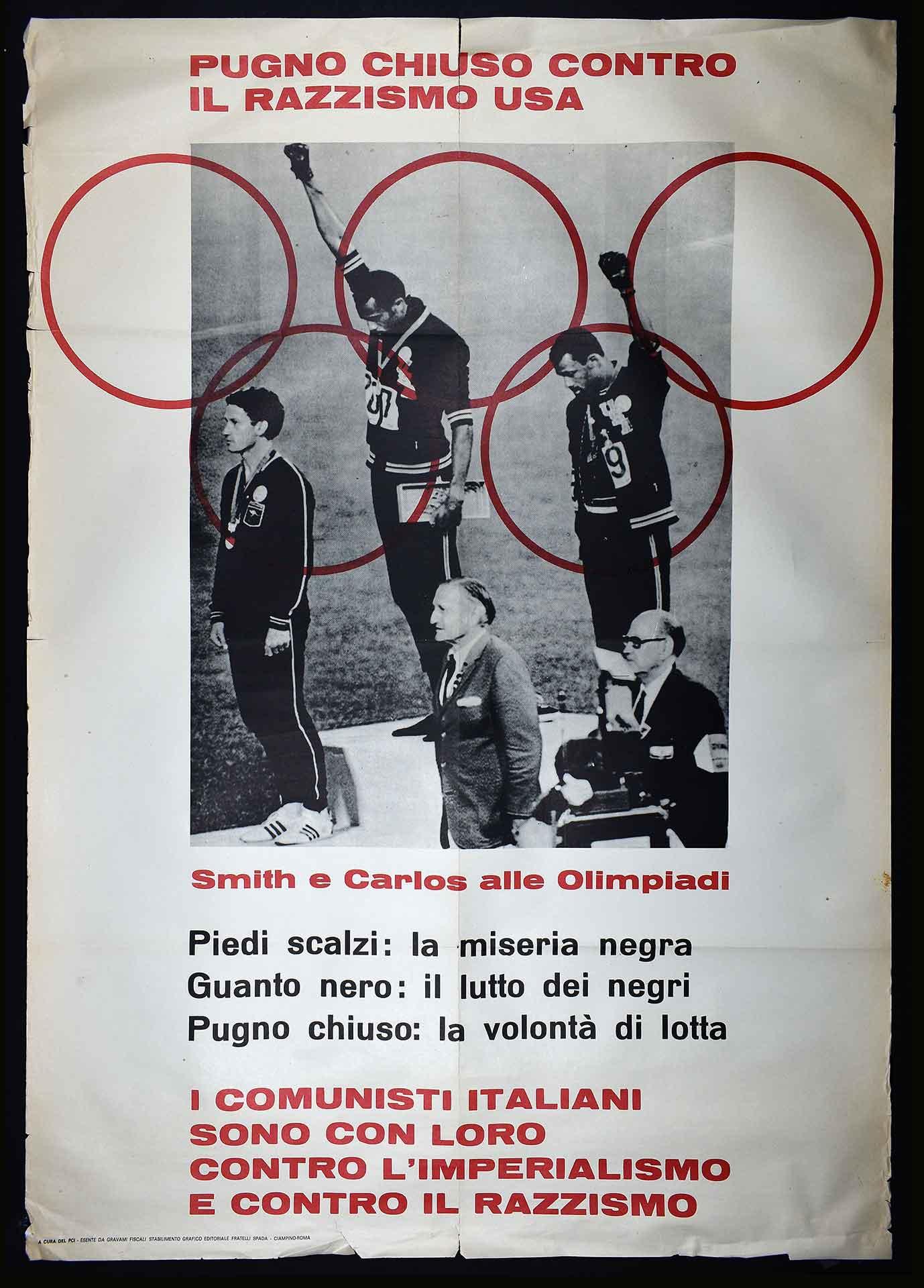 Il Partito comunista italiano (PCI) contro il razzismo. Stampa Fratelli Spada stabilimento grafico editoriale, Ciampino (Roma). Il manifesto riporta l'immagine degli atleti Smith e Carlos che protestano alle Olimpiadi di Città del Messico del 1968. Movimento antirazzista.